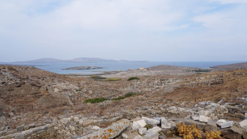 Il tempio di Zeus e il panorama su Delos