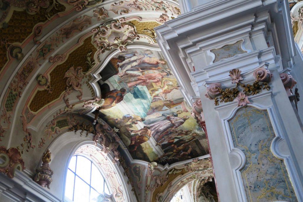 Abazzia di Novacella: opere tridimensionali nella chiesa